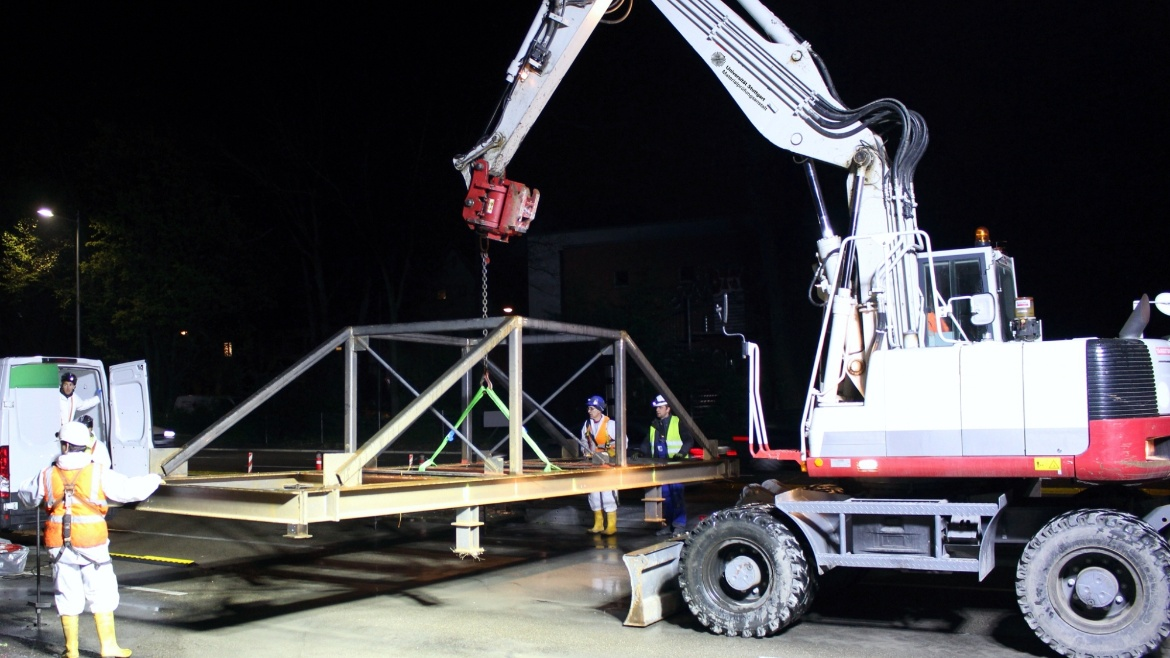 Load test of a structure during a night-time traffic closure