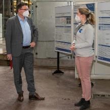 Dr. Kaufmann im Gespräch mit der Wasserstoffexpertin Martina Schwarz